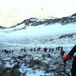 صعود تیم کوهنوردی شرکت گچ خراسان و سیمان جوین به قله دماوند